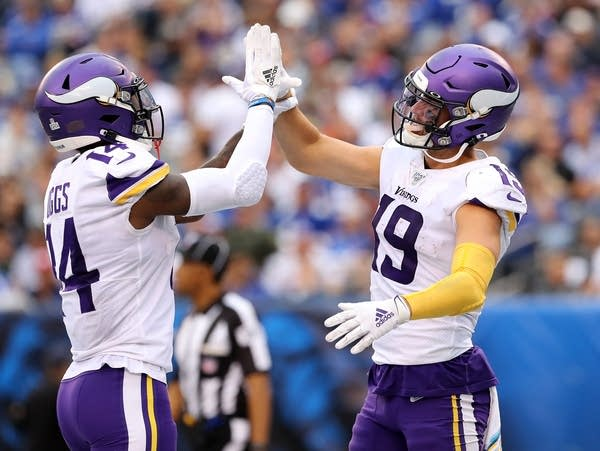 Cousins Thielen Cook Lead Vikings In Dominant Win Over