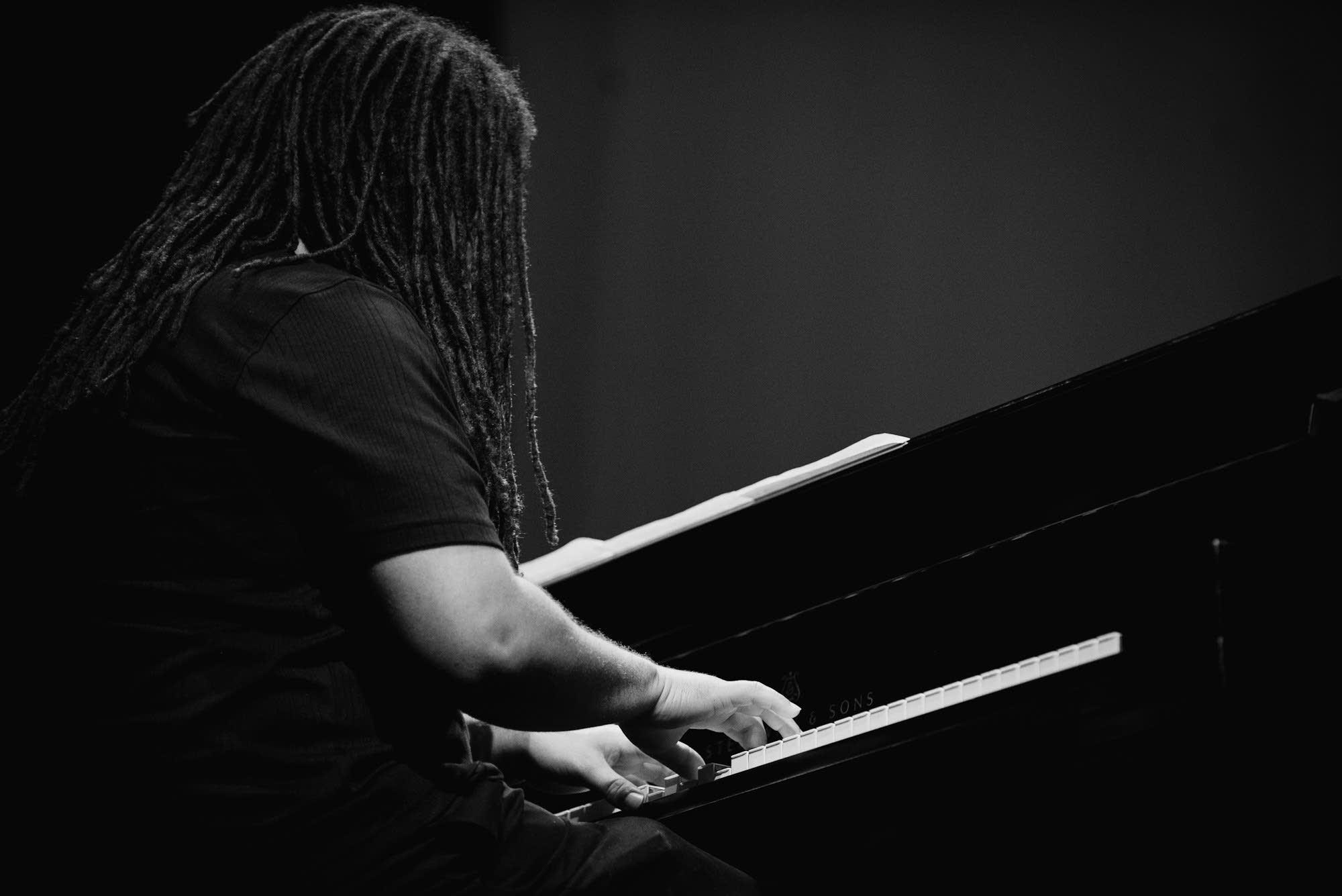 Dessa's piano player