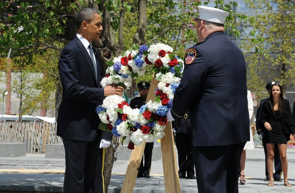 Barack Obama lays a wreath