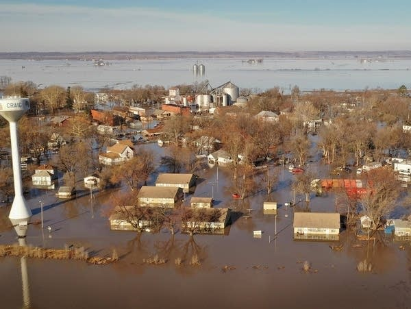 Experts warn Midwest flood risk may persist for months | MPR