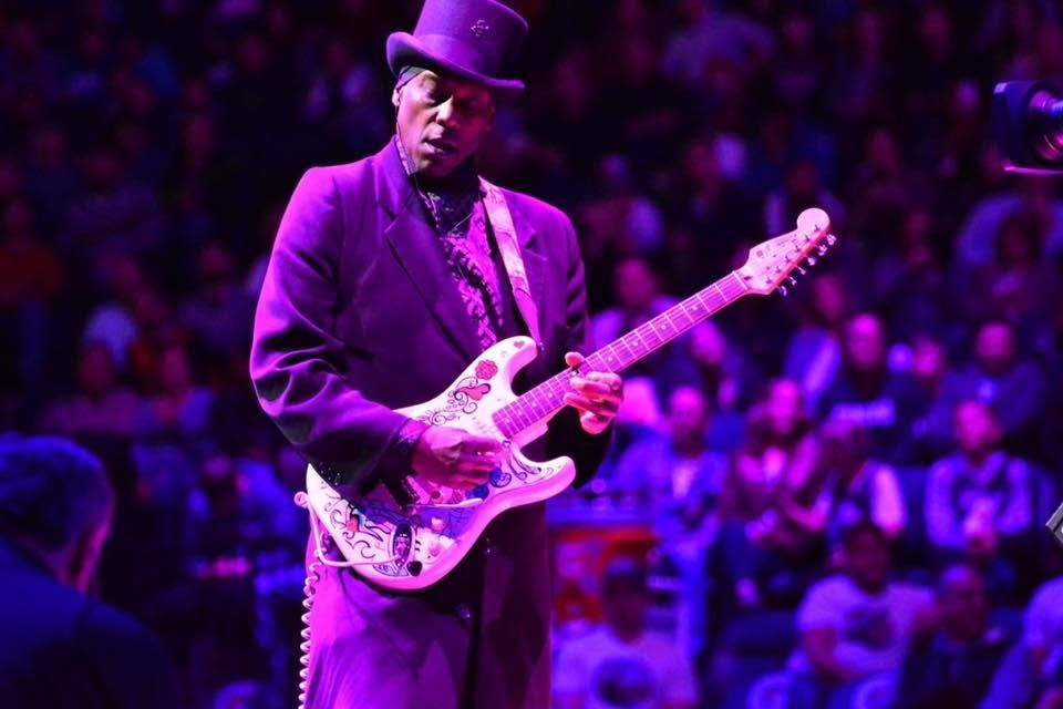 Jellybean Johnson performing at Target Center