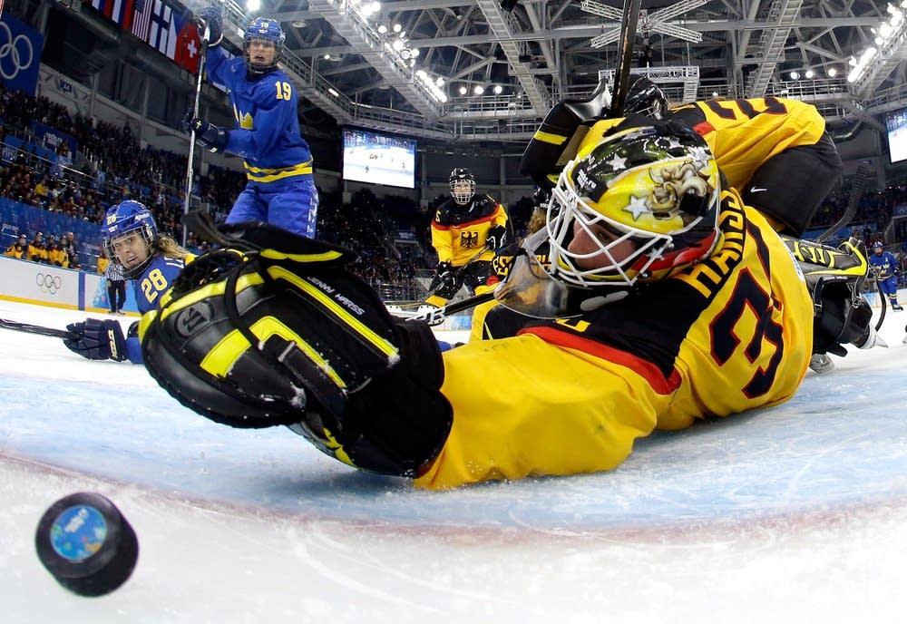 Michelle Lowenhielm #28 of Sweden score