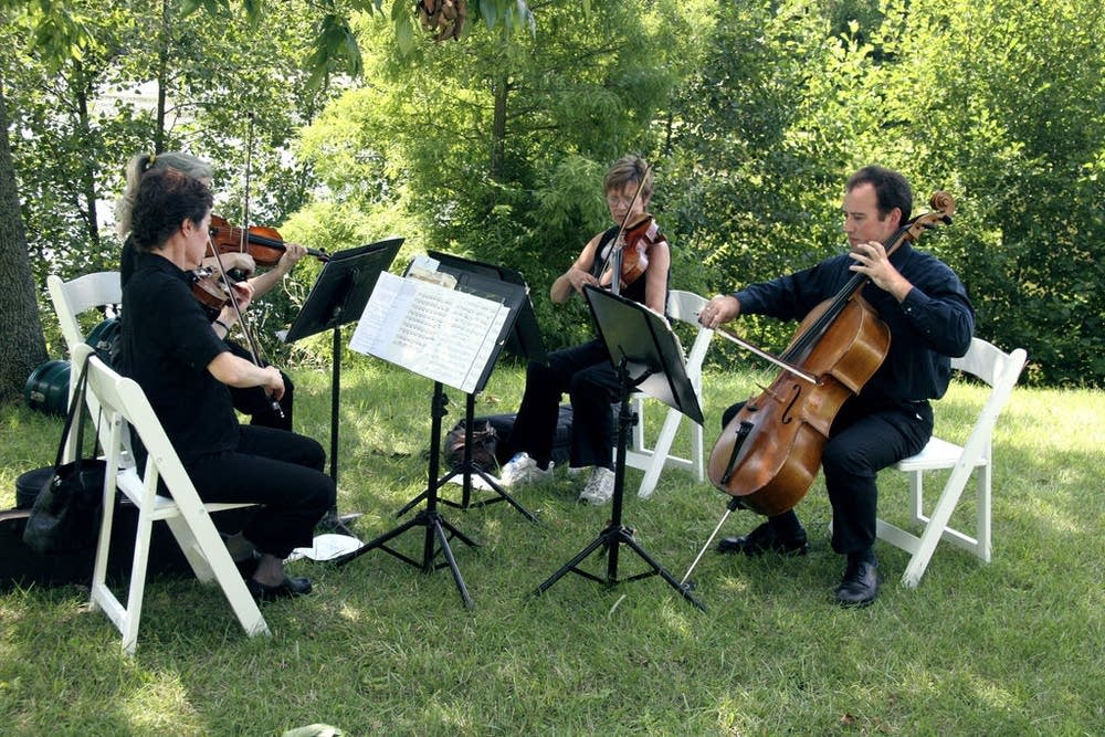Cincinnati String Quartet perform at a wedding.