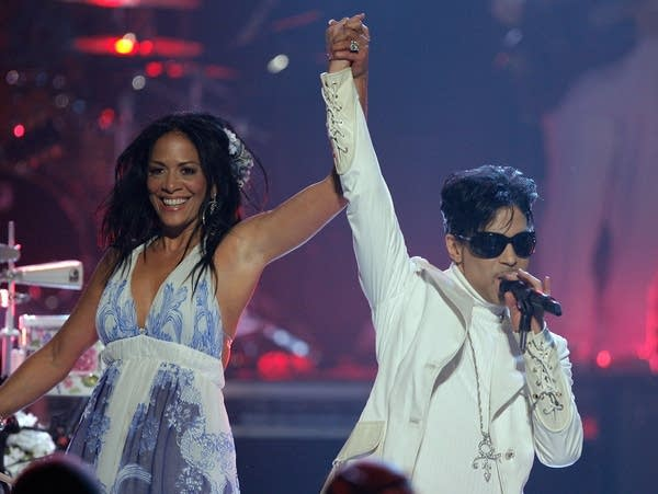 Sheila E. and Prince perform onstage in 2007.