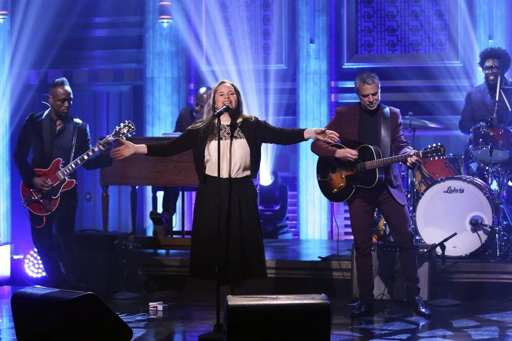 Natalie Merchant performs with the Roots on 'The Tonight Show'