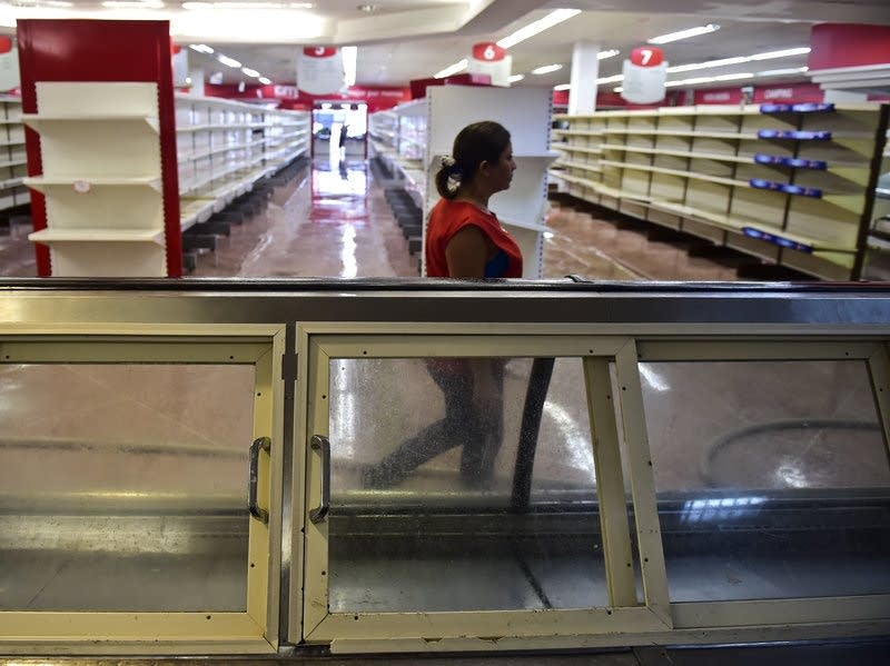 Anti-government looters attacked a supermarket in Venezuela.