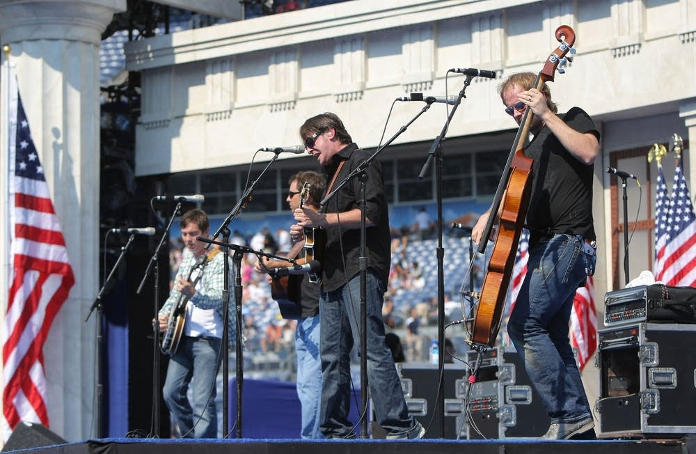 The Yonder Mountain String Band performs