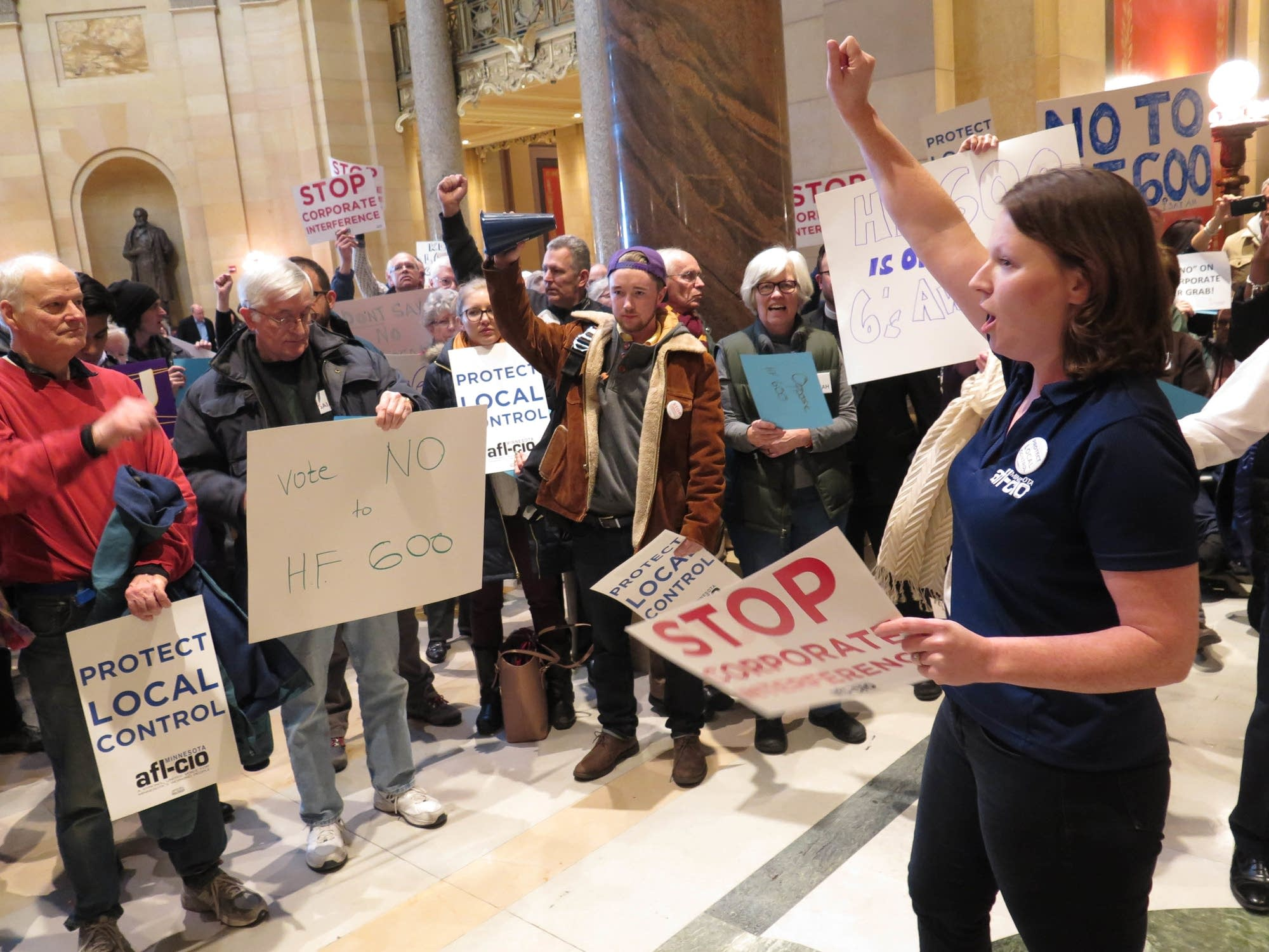 Minnesota AFL-CIO field director Bethany Winkels led chants