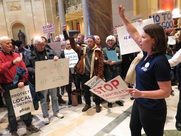 Minnesota AFL-CIO field director Bethany Winkels led chants