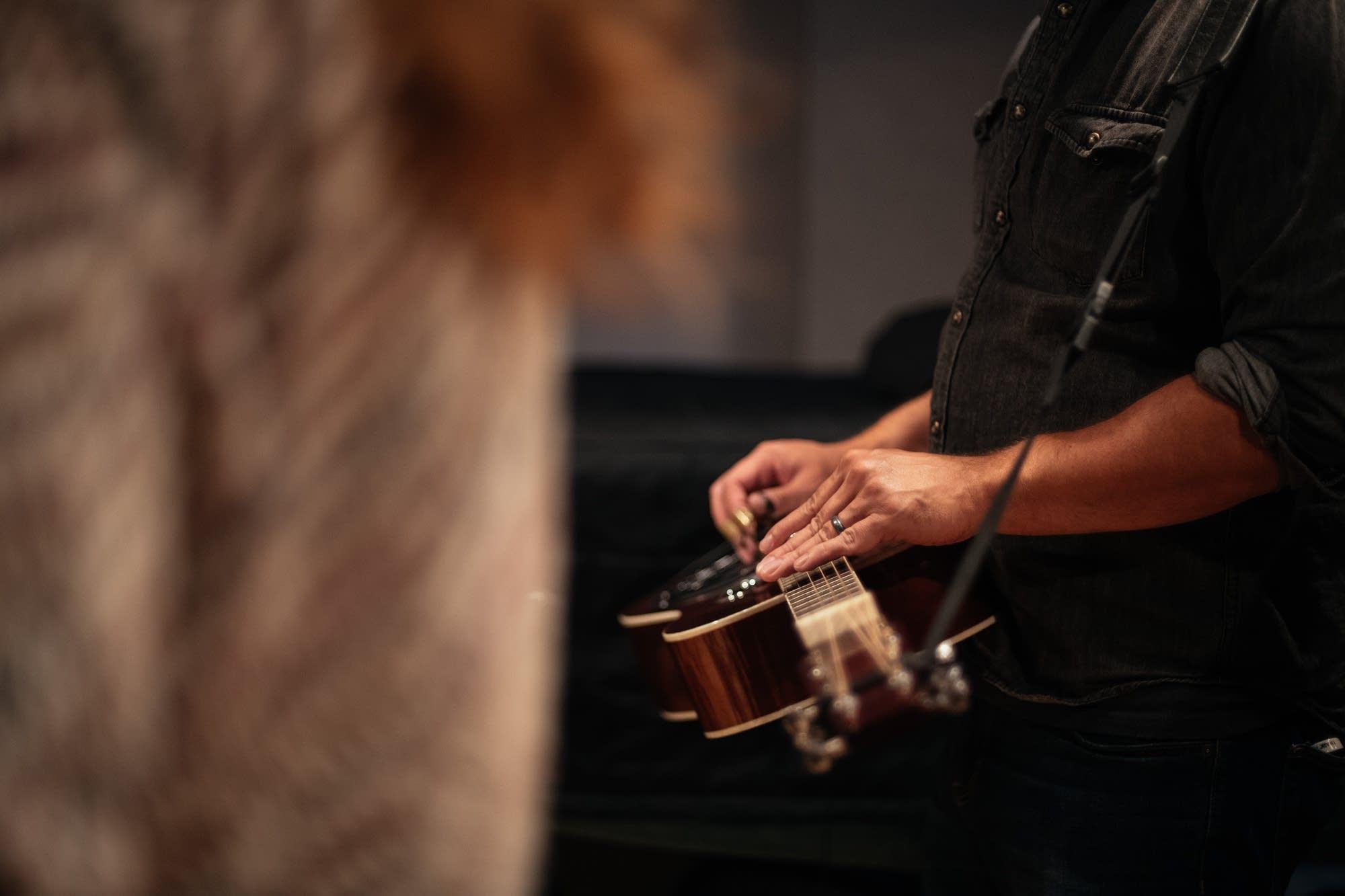 Reina Del Cid performing in The Current studio
