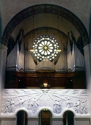 1964 Möller - 2001 Goulding & Wood organ at the National Shrine of the...