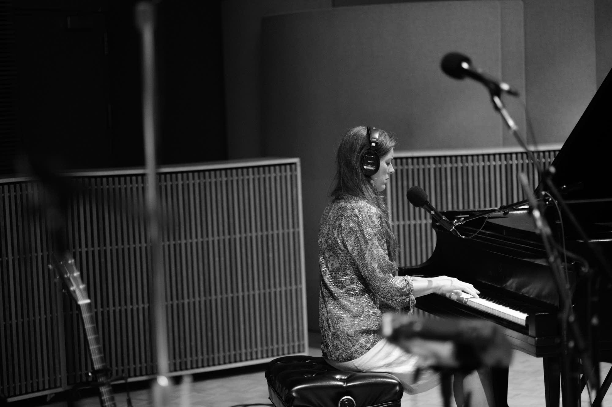 Olivia Chaney performs in the Radio Heartland studio