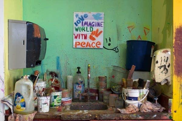 A scene in the art classroom