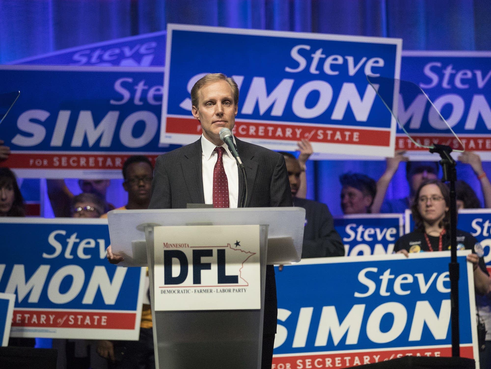Steve Simon at Minnesota DFL convention.
