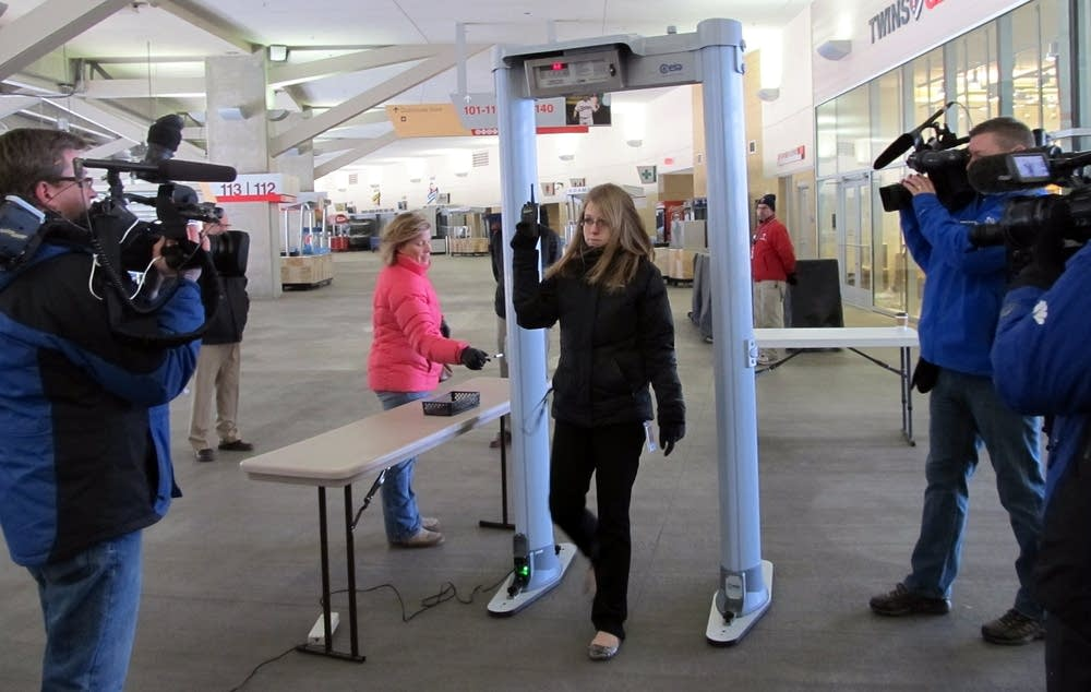 Demonstrating the metal detectors