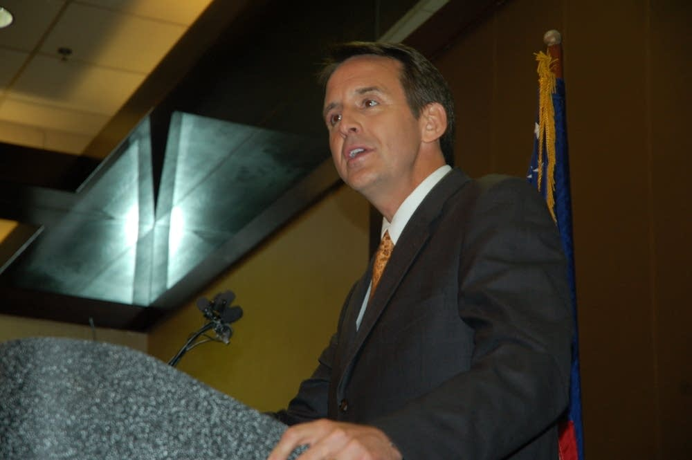 Gov. Tim Pawlenty speaks at a delegate breakfast