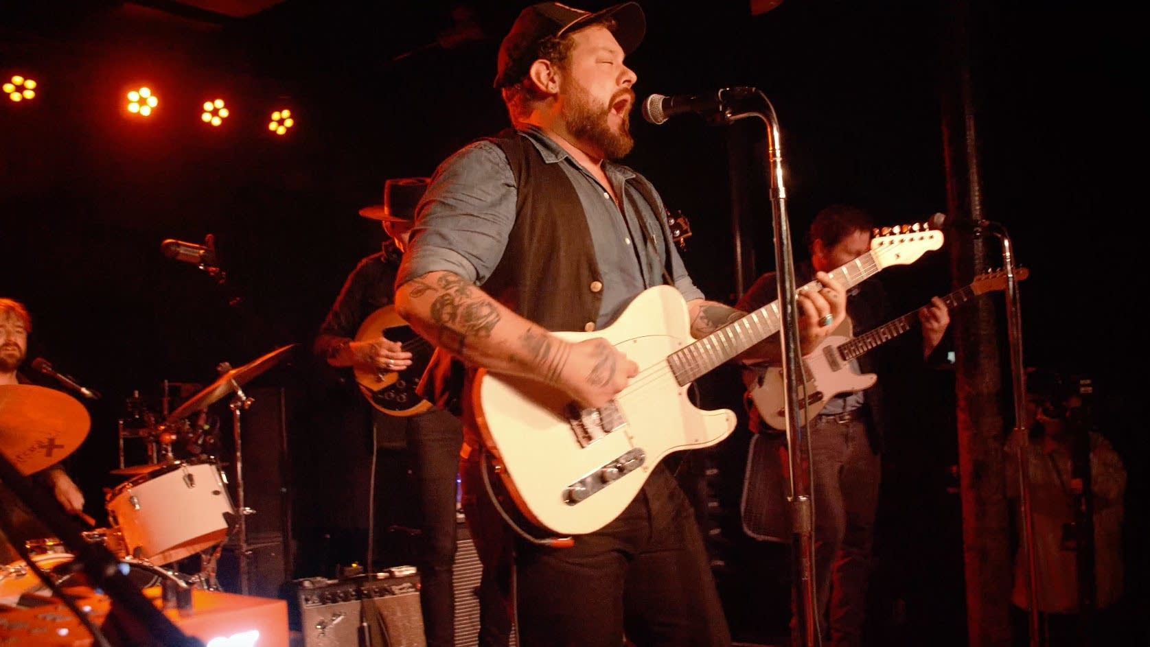 Nathaniel Rateliff and the Night Sweats perform a #MicroShow