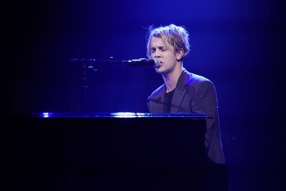 Tom Odell performs on 'Late Night with Seth Meyers'