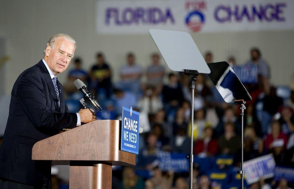Joe Biden ampaigns n Daytona Beach, Florida