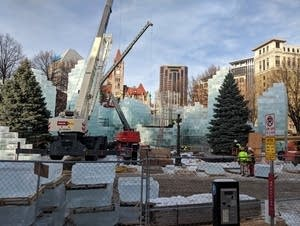 St. Paul's Rice Park, ice palace construction