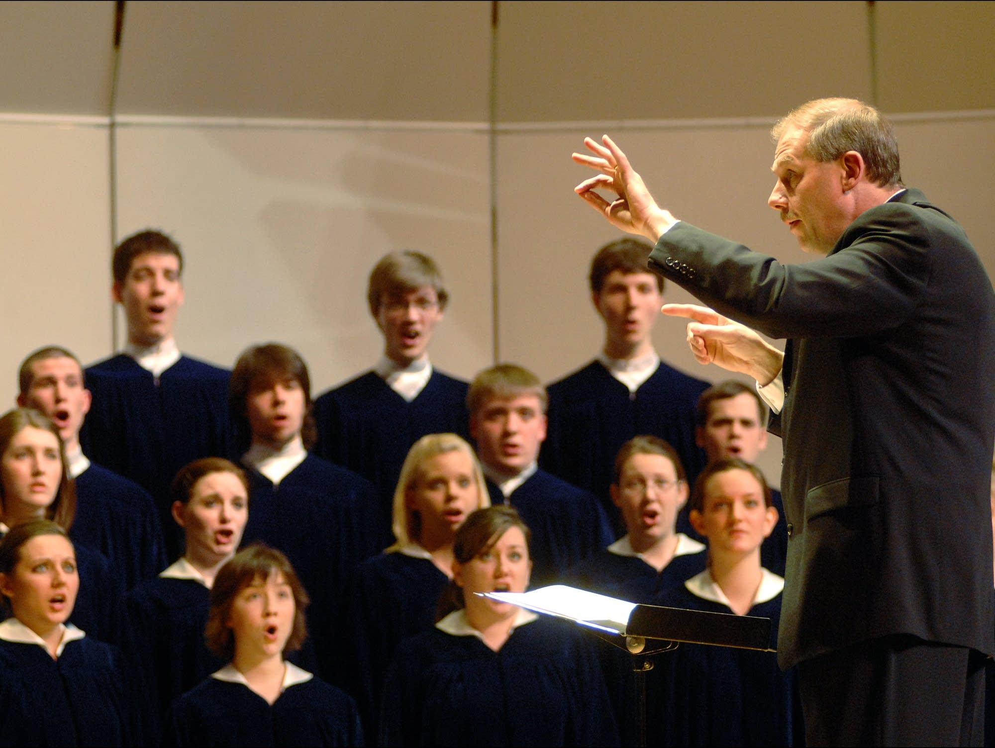Rene Clausen conducts the Concordia Choir in 2008.