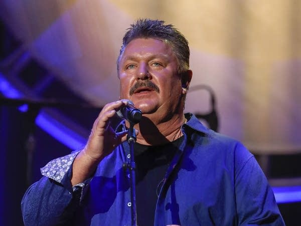 Joe Diffie performs