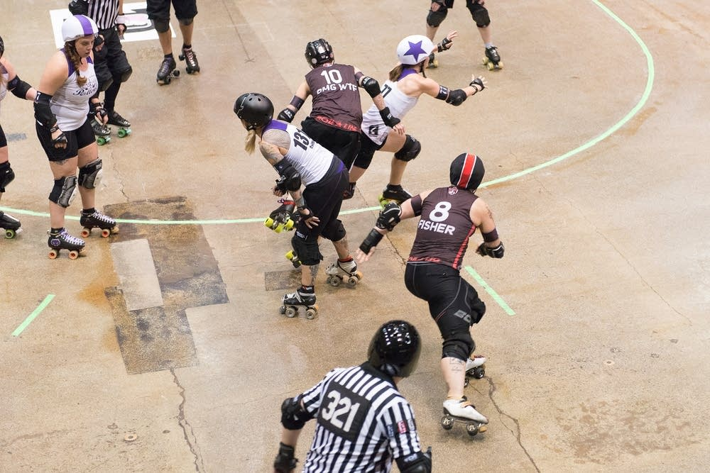 The Rose City Rollers jammer squeaks past.