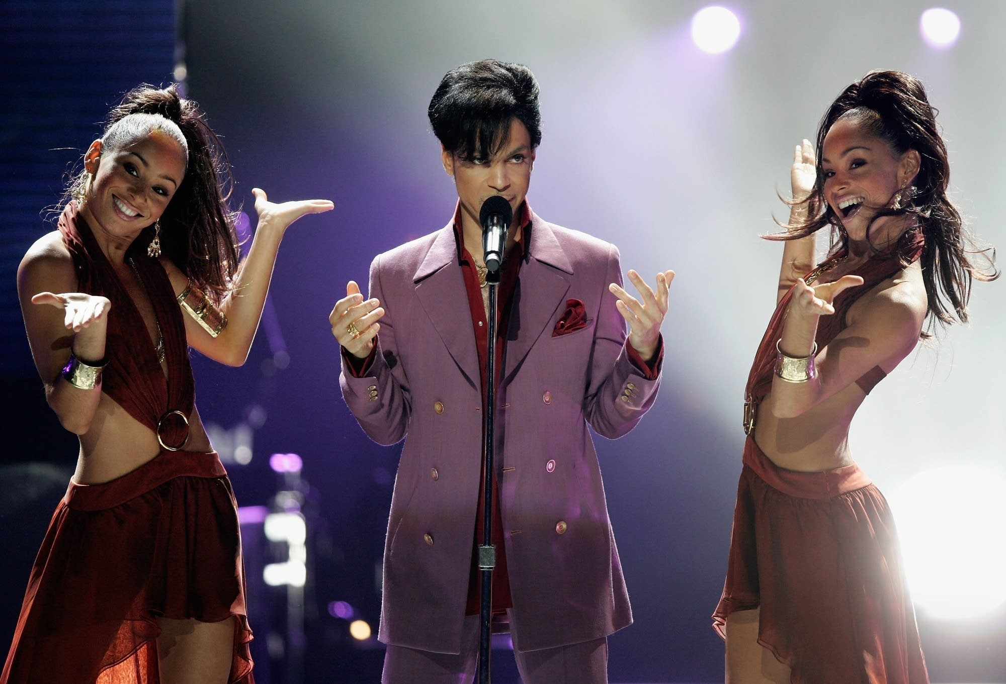 Prince performs on 'American Idol' in 2006.
