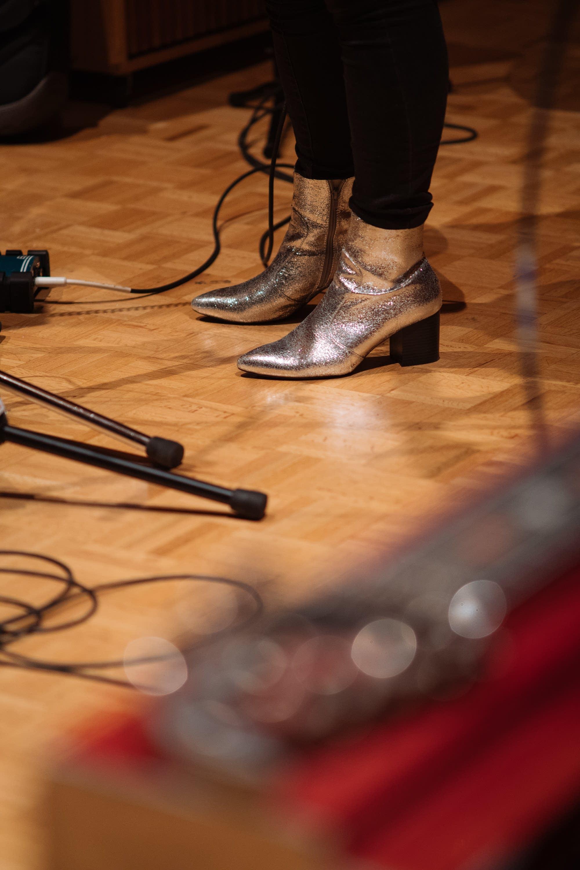 Kari Arnett performs at Radio Heartland
