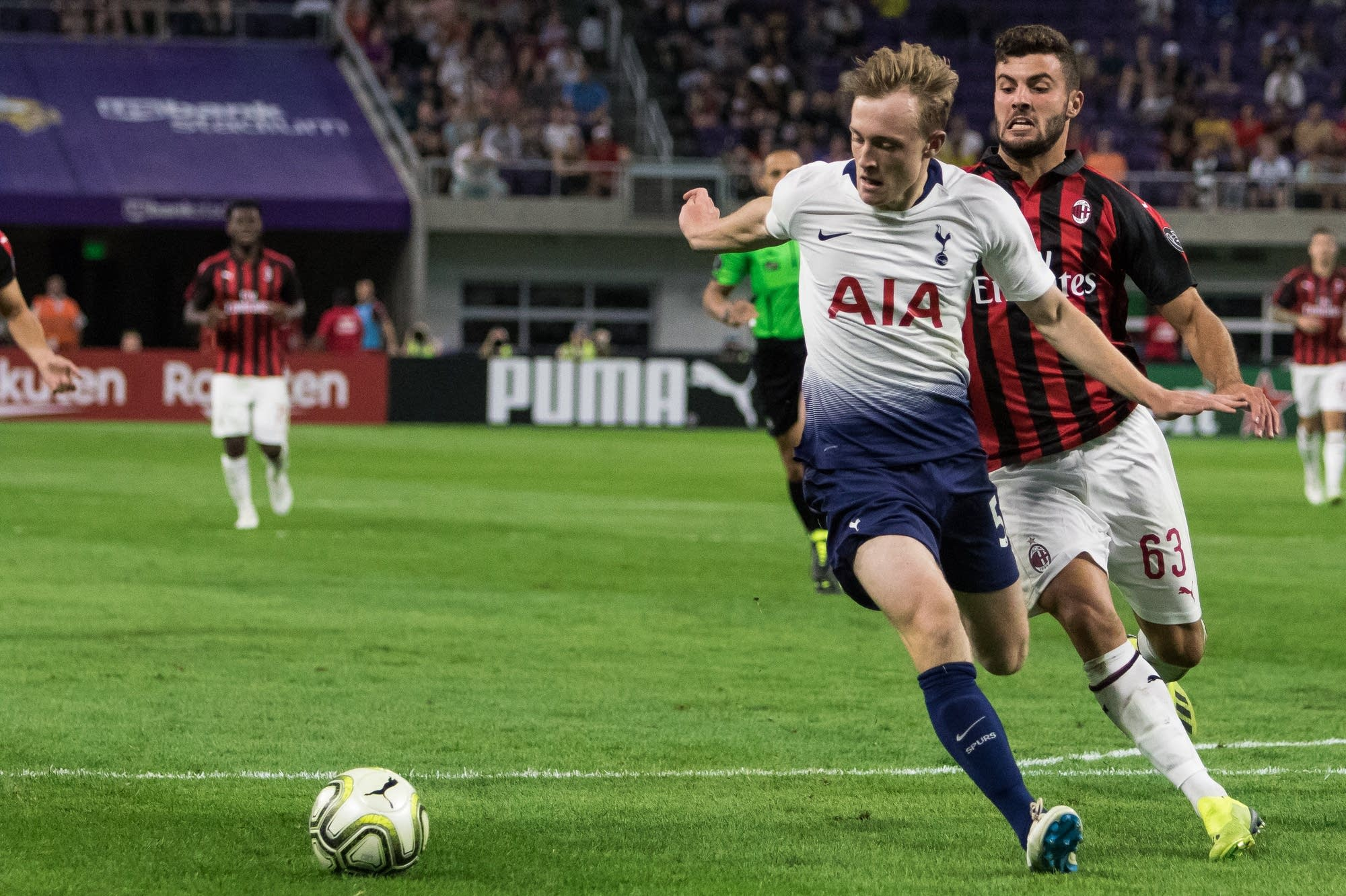 Oliver Skipp rivals Patrick Cutrone for possession of the ball.