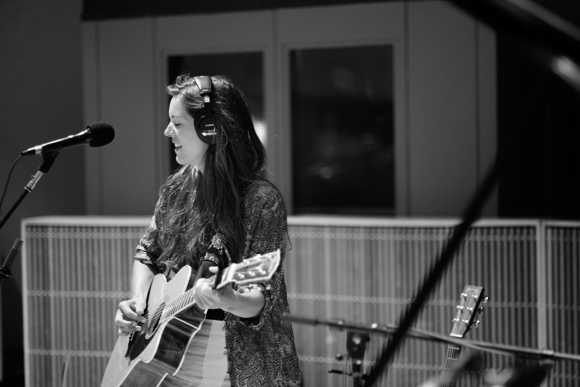 Olivia Chaney performs in the Radio Heartland studio