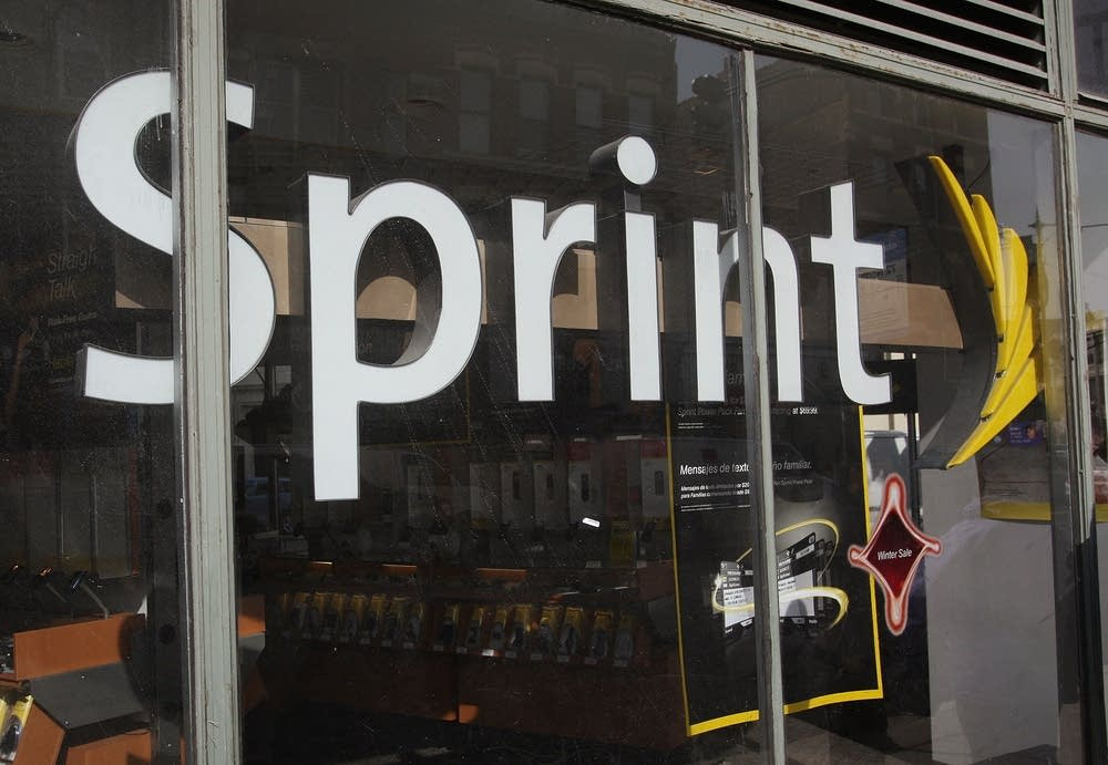 Sprint Nextel announces layoffs