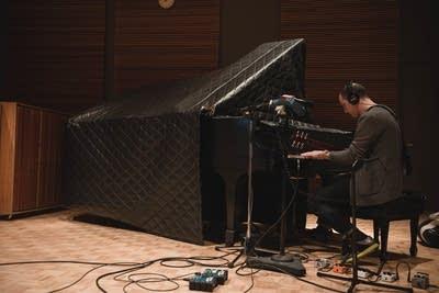 Beff20 20140218 mike clark jicks in studio piano