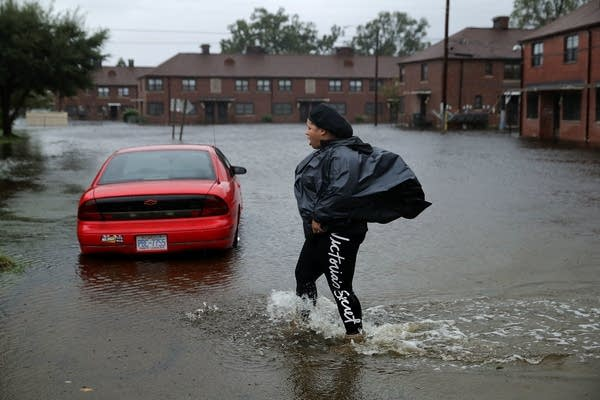 Residents try to prepare for more floodwaters at the Trent Court