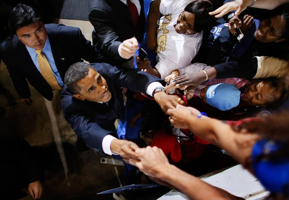 Obama shakes hands with supporter in Virginia