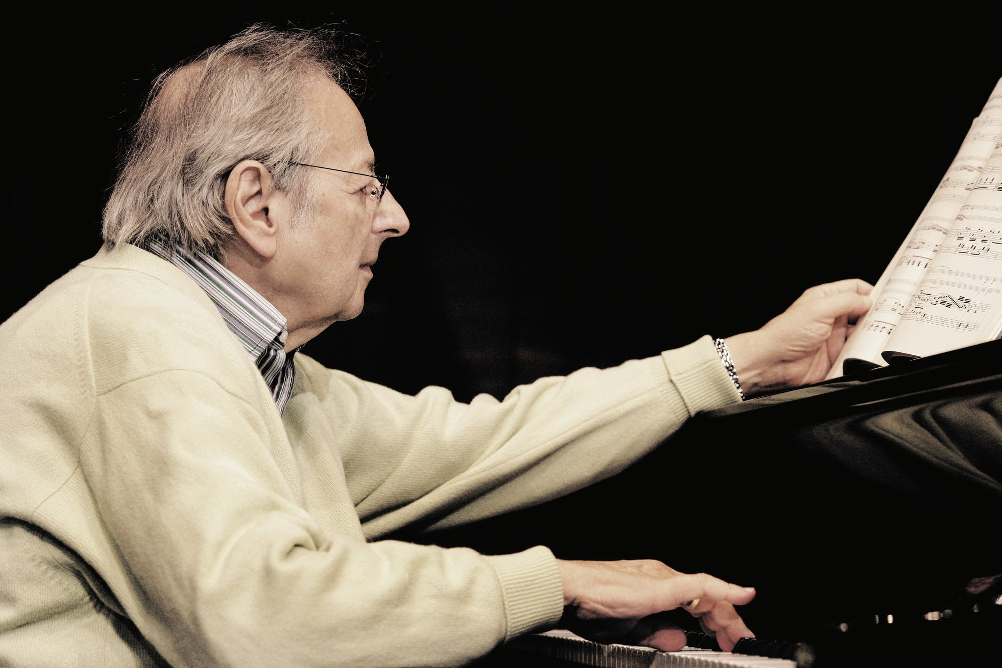 Andre Previn at the piano.