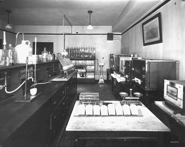 Cargill Elevator Company laboratory, 1923