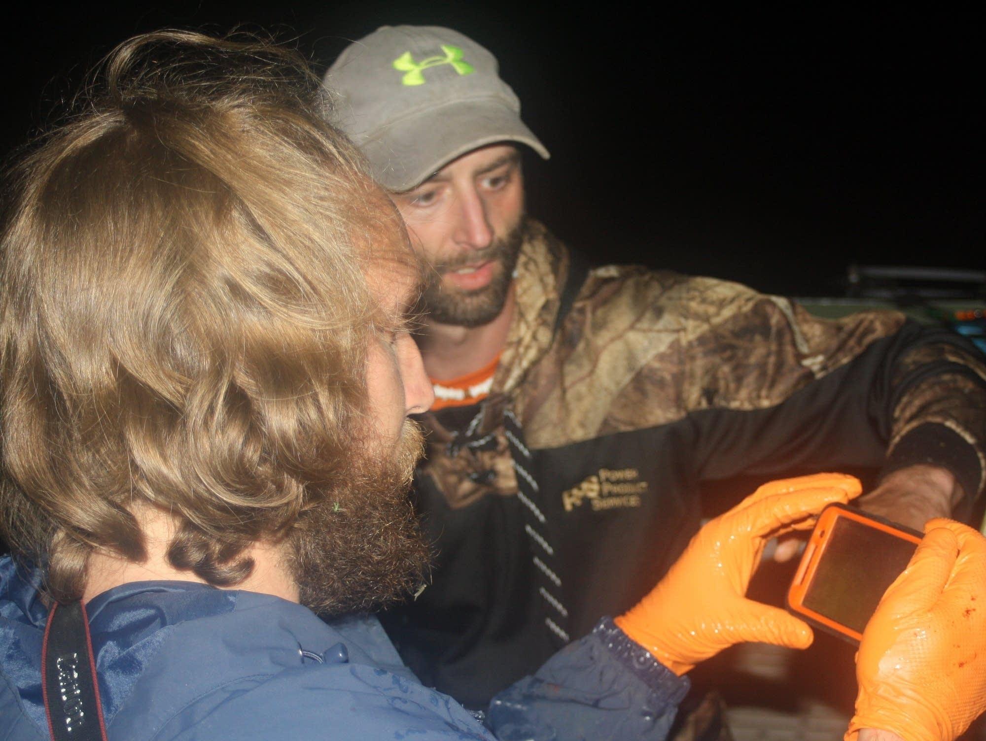 Bowfisher Vern Bachmann and researcher Alec Lackmann.