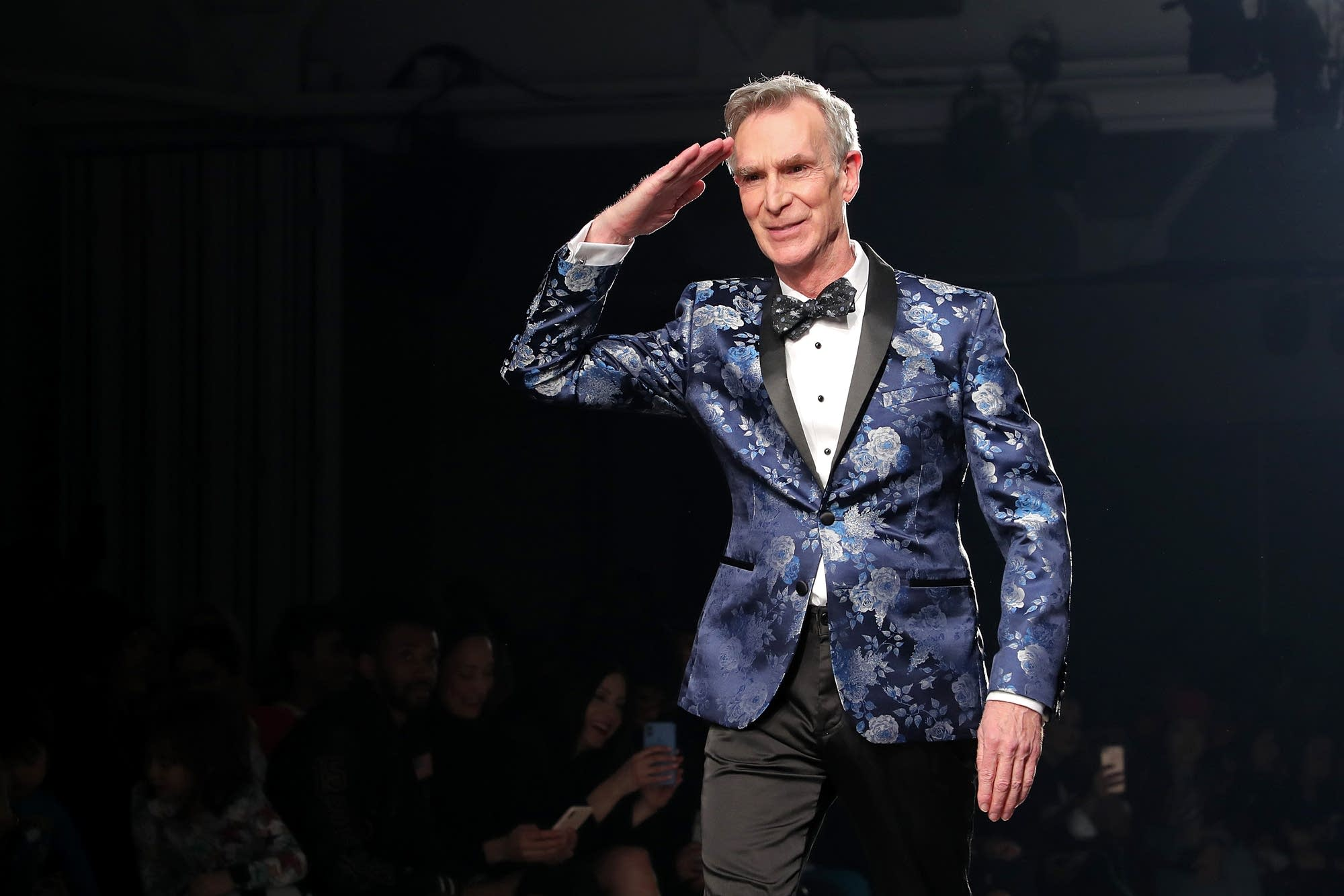 Bill Nye struts to Lizzo's 'Juice' at The Blue Jacket Fashion Show
