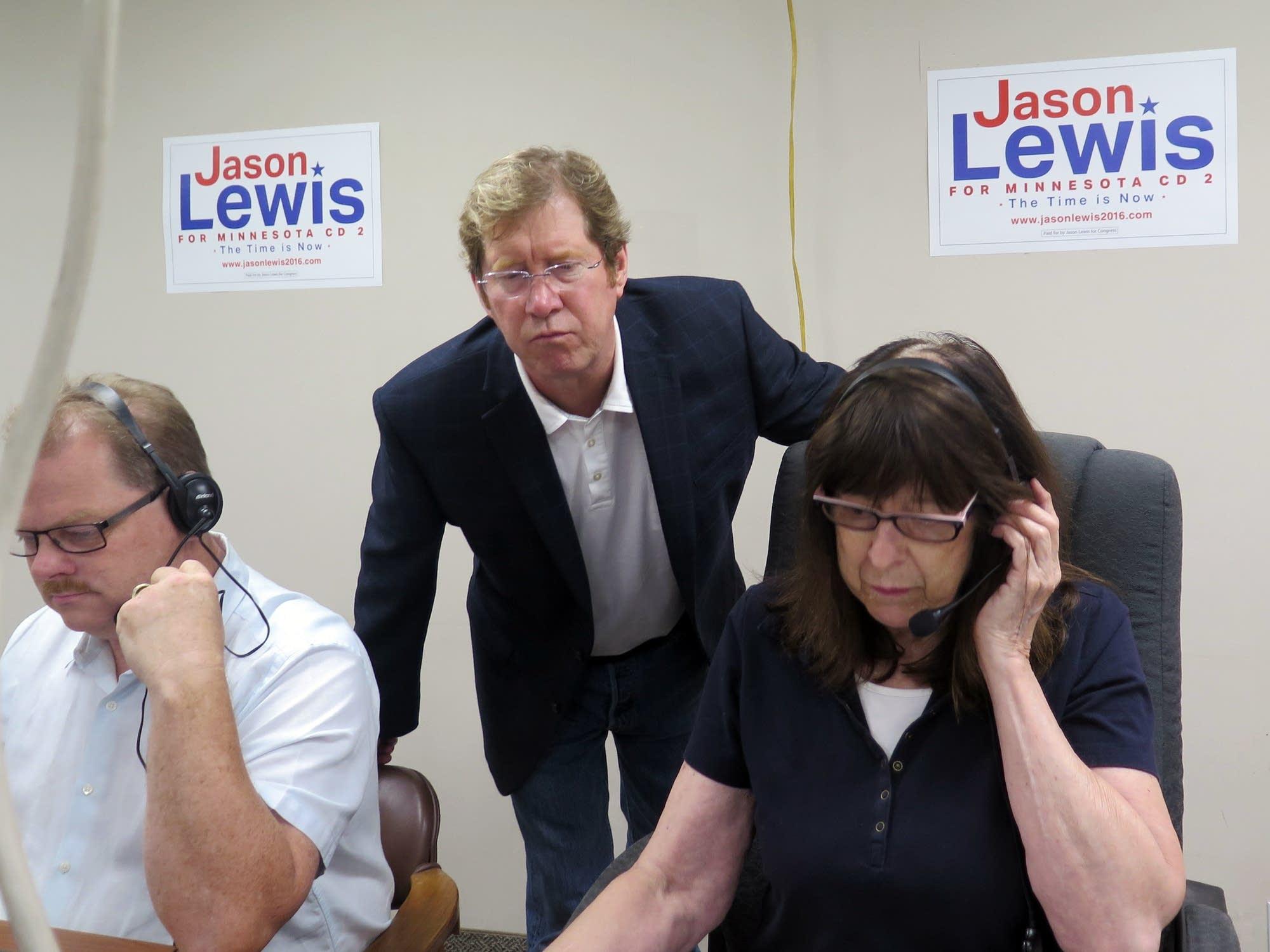 Jason Lewis with volunteers
