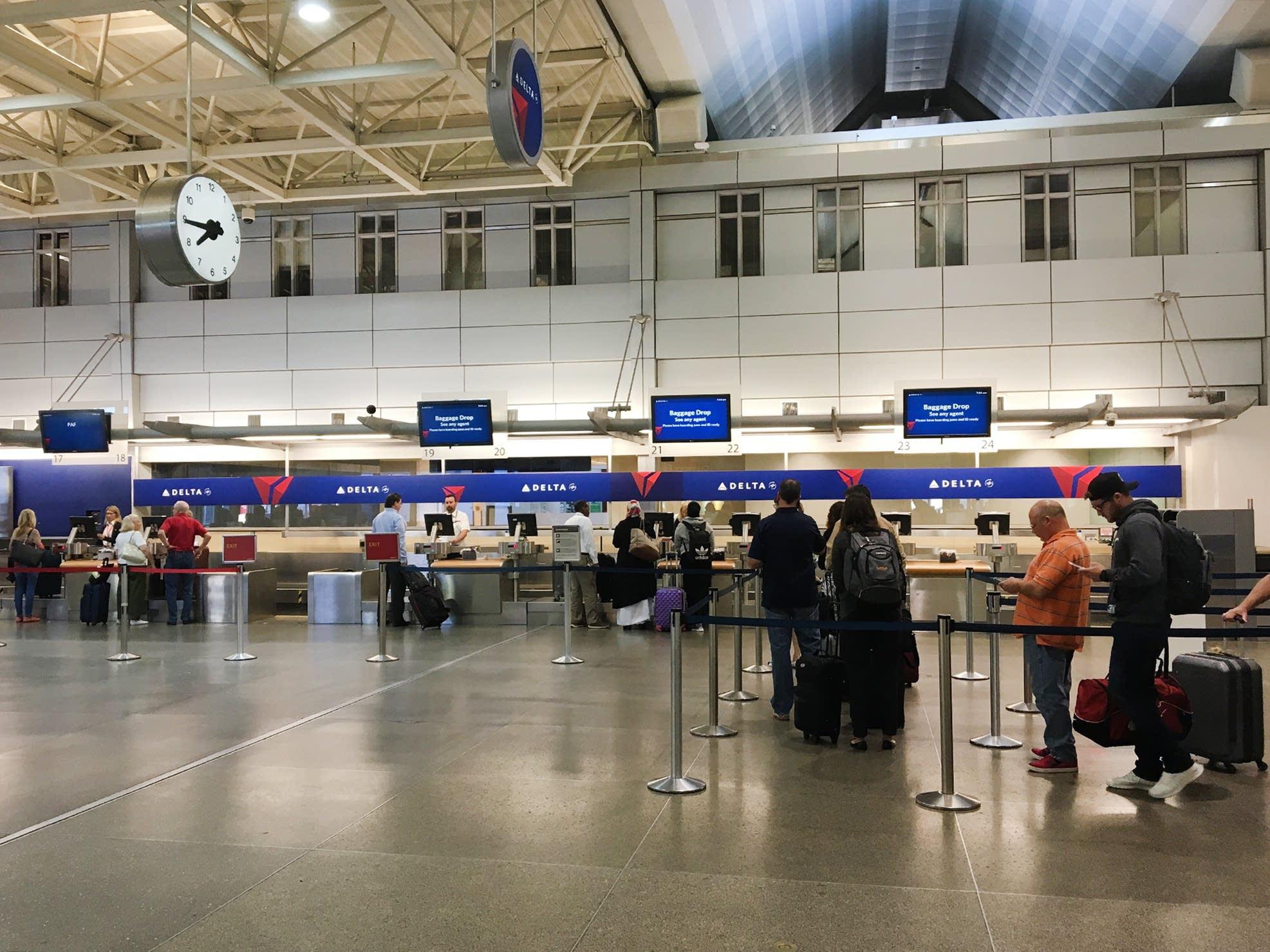 Delta customers wait in line