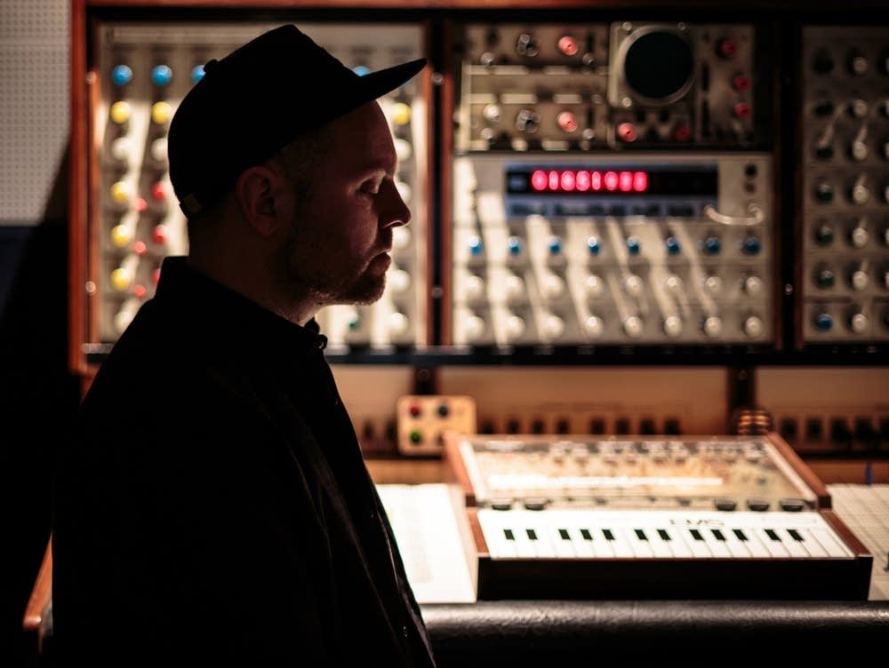 : DJ Shadow