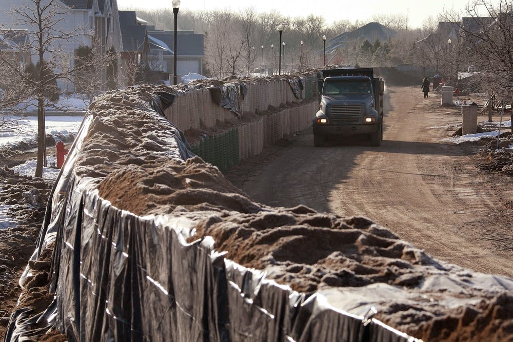 Moorhead builds a secondary levee