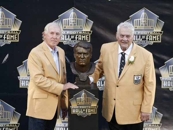 Two former NFL players at the Hall of Fame