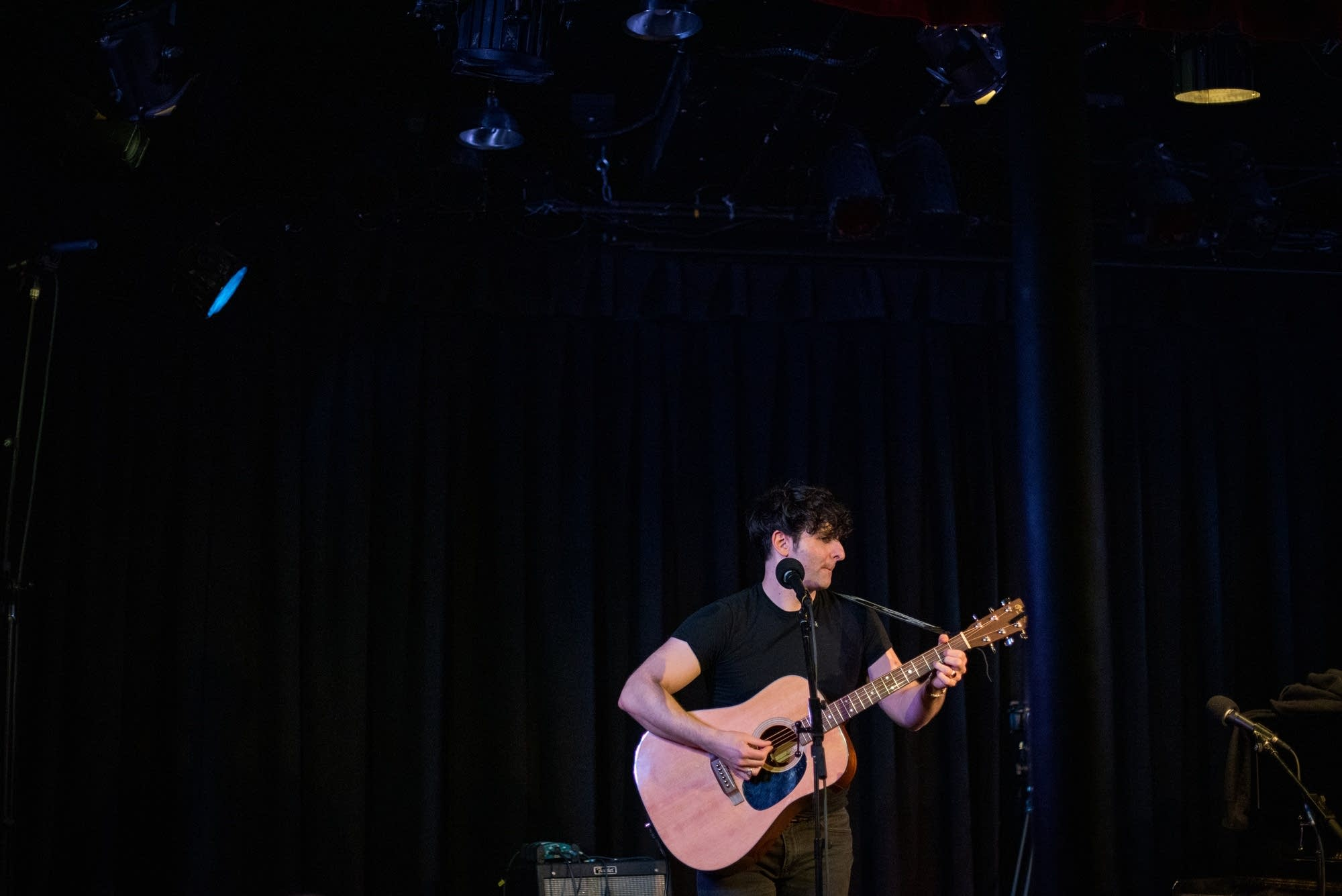 Adam Weiner Microshow performance