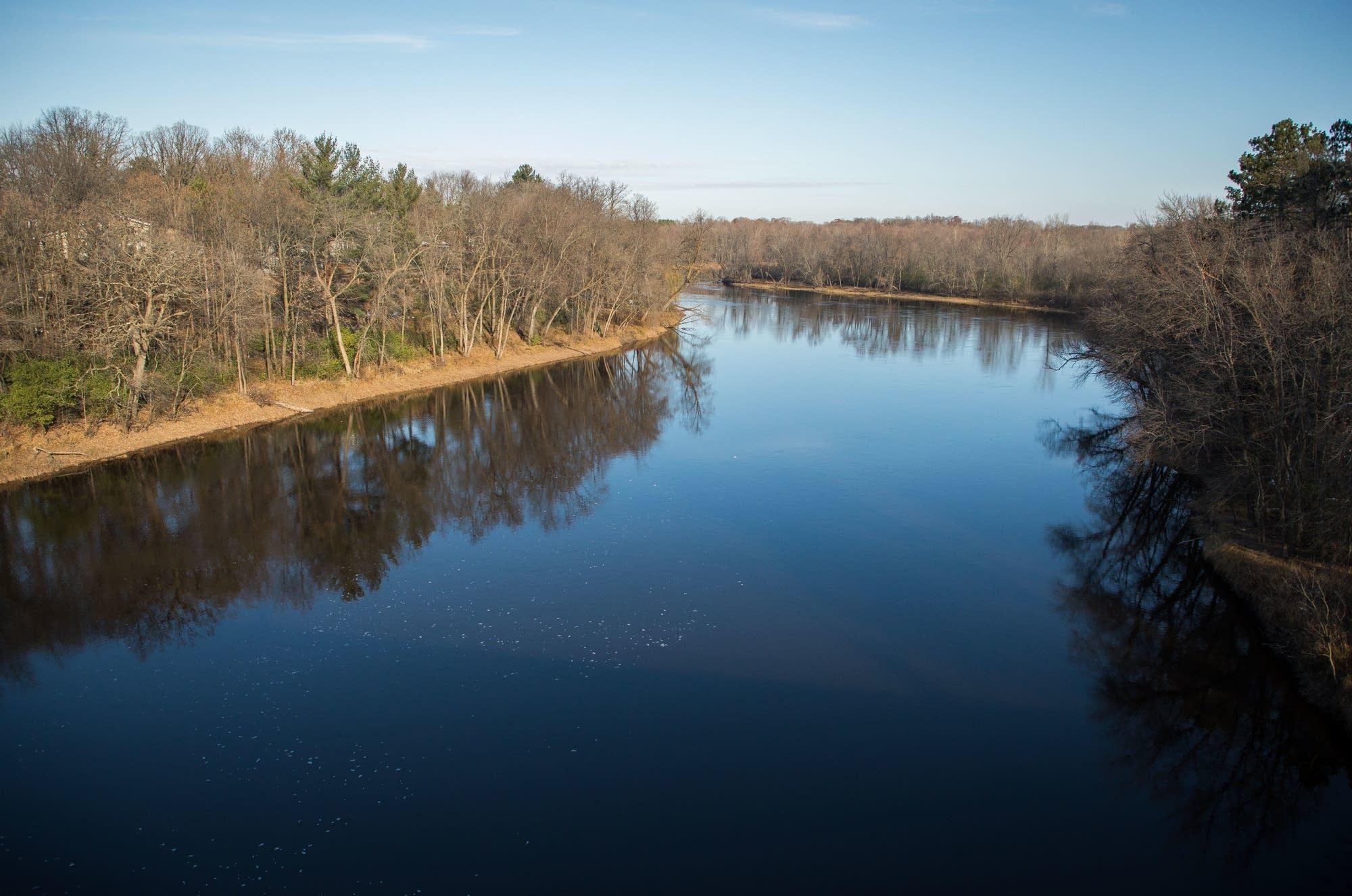 The Mississippi River flows through Brainerd.