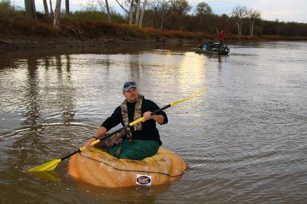 Rick Swenson paddles