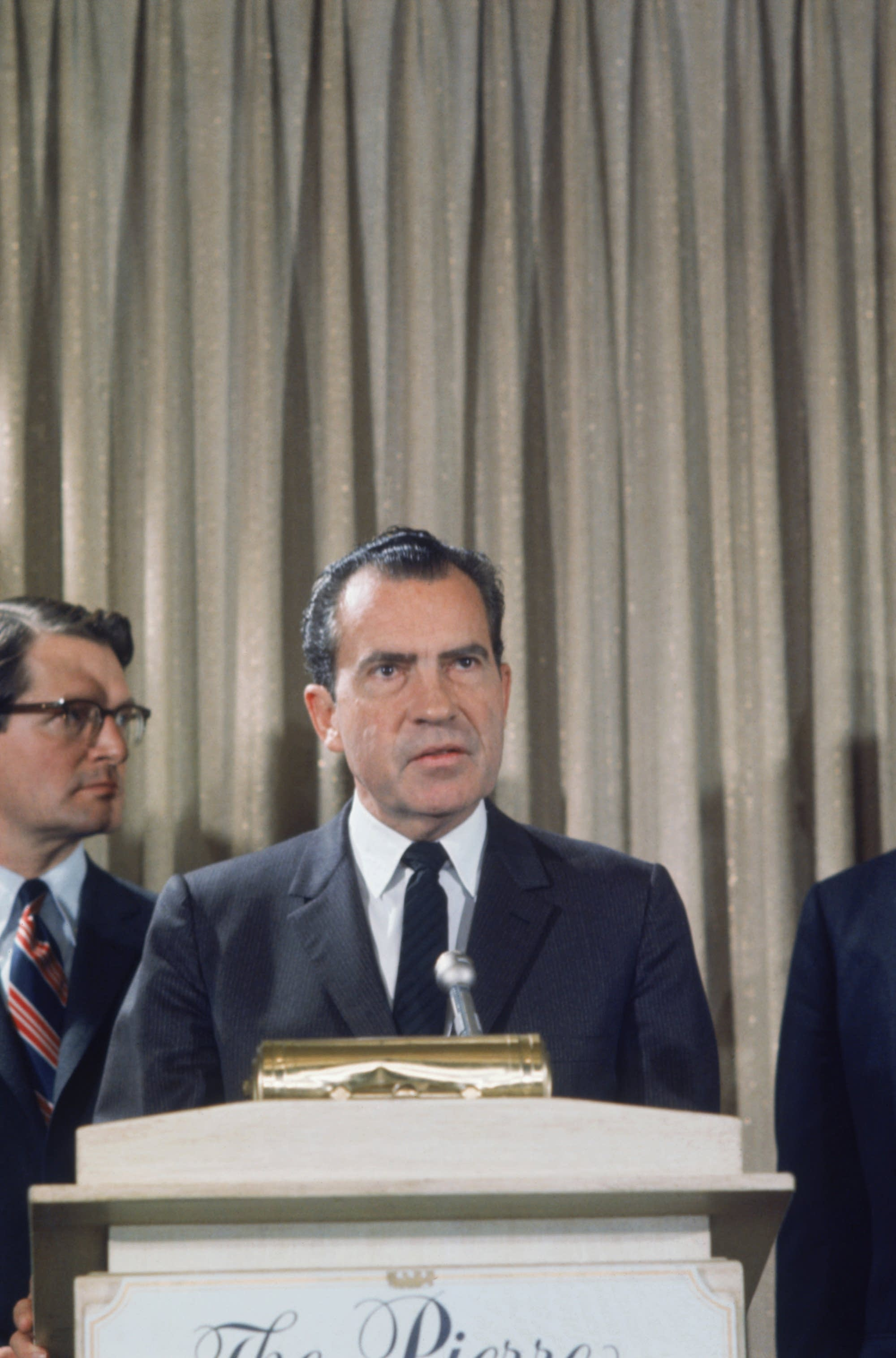 President Richard Nixon, to his left is Chief Justice Earl Warren.