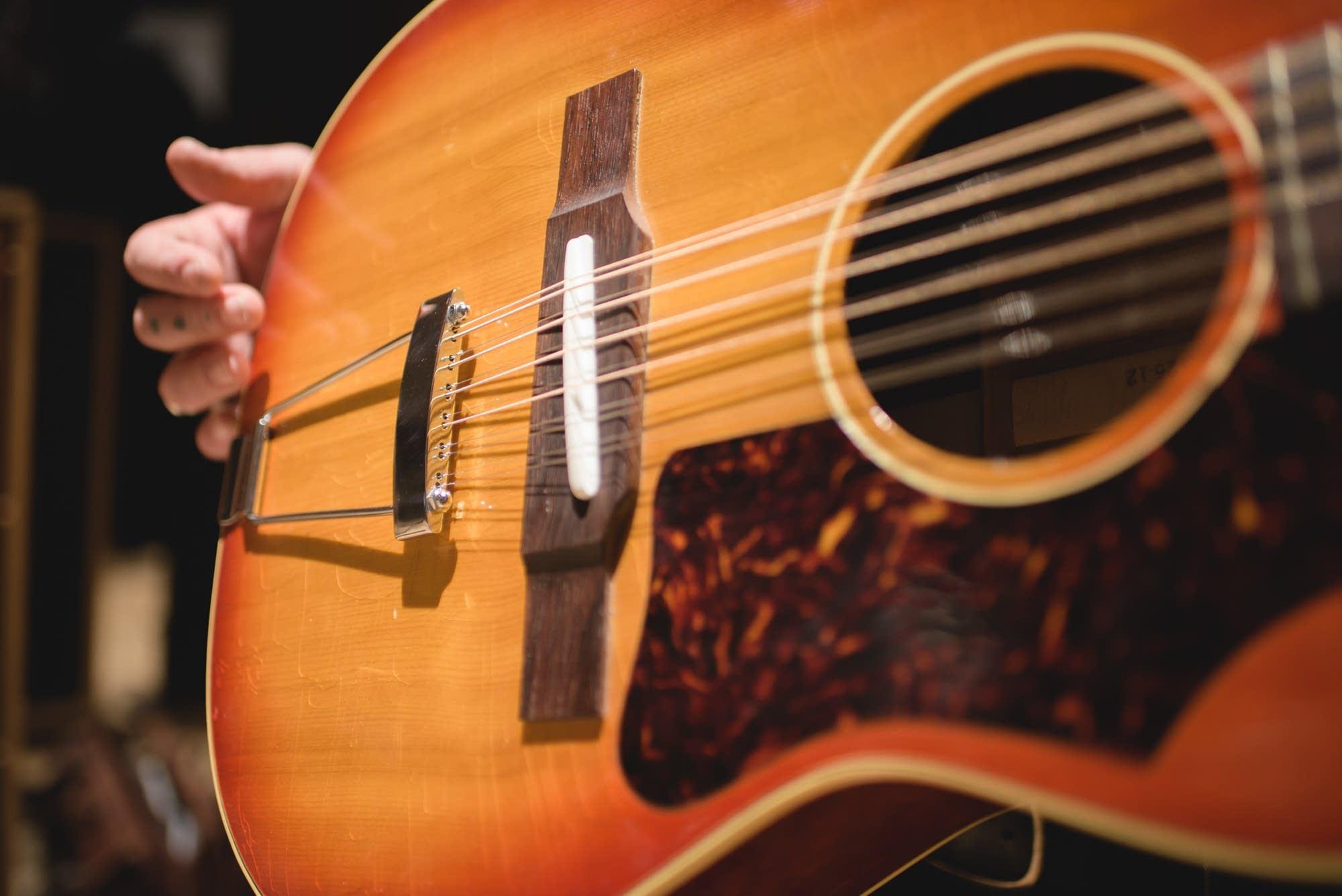 Nathaniel Rateliff, Gibson B-25 12 string 4