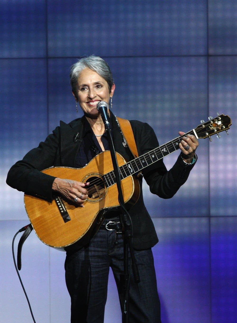 Joan performing